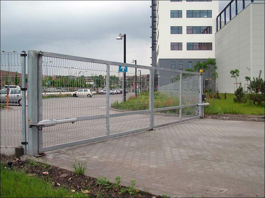 Ipari kapunyitó nagyméretű kapukhoz és gyakori nyitáshoz